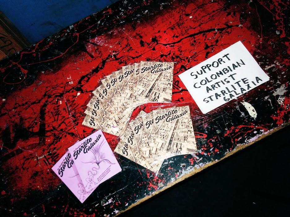 El Fanzine de SatrliteGalaxia de venta en fiesta Kuir en Amsterdam